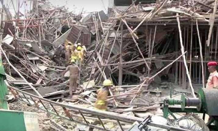 5 killed 18 injured in building collapse in tamil nadu