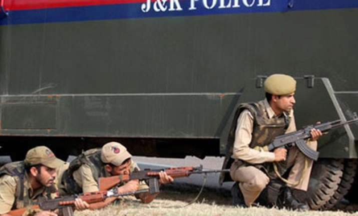 militants attack police post in kashmir kill one cop