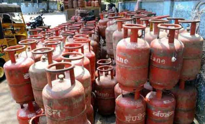 non subsidised lpg rates cut by rs 23.50 per cylinder