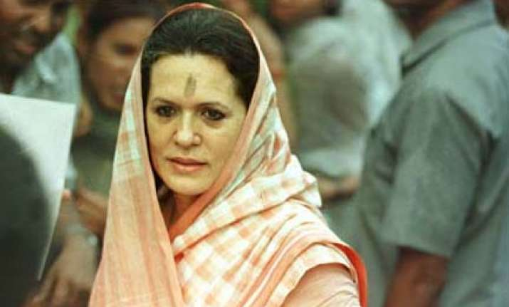 sonia gandhi pitches for women s reservation