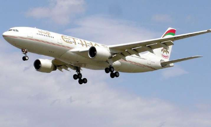 near miss by etihad emirates flights over mumbai airspace
