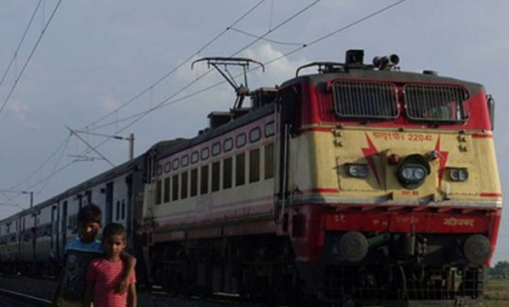 4 dead as 7 coaches of muri express derail in up s kaushambi