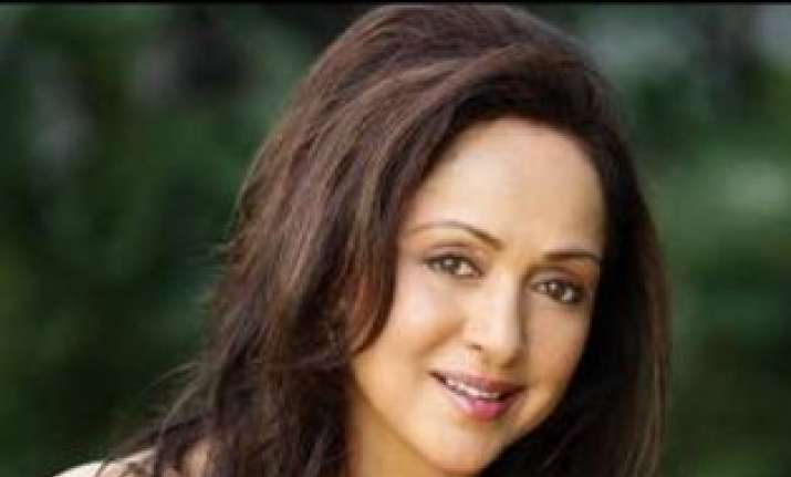 hema malini s chopper mobbed at rally venue 1 injured by