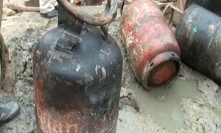 six killed in cylinder blast