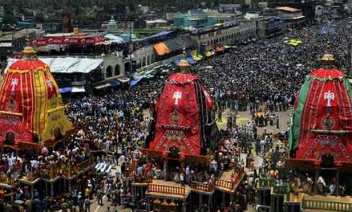 man crushed to death under festival chariot