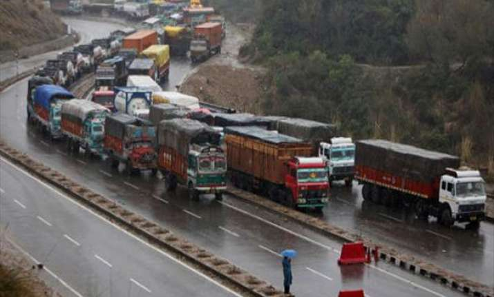 srinagar jammu highway partially reopens as weather improves
