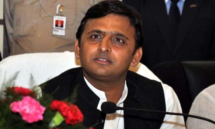 akhilesh recommends cbi inquriy on maurya s murder