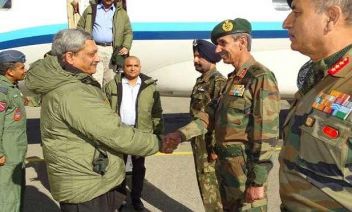 defence minister parrikar visits siachen meets troops