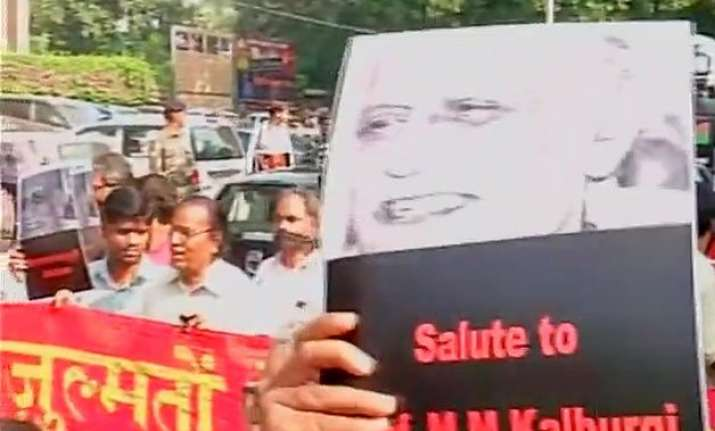 writers protest in delhi against increasing intolerance