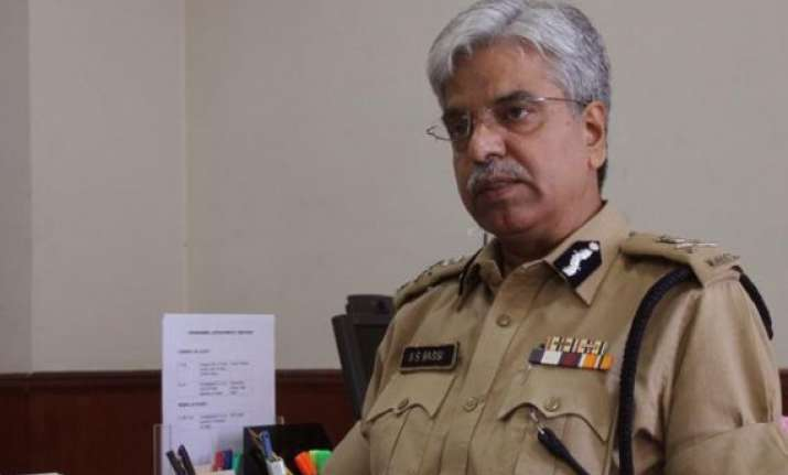 don t visit your superior officers on diwali bassi to cops