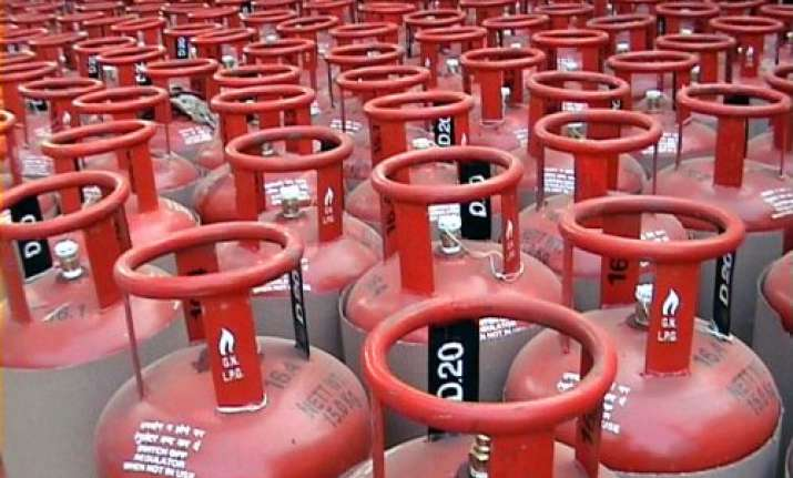5 killed in lpg cylinder explosion