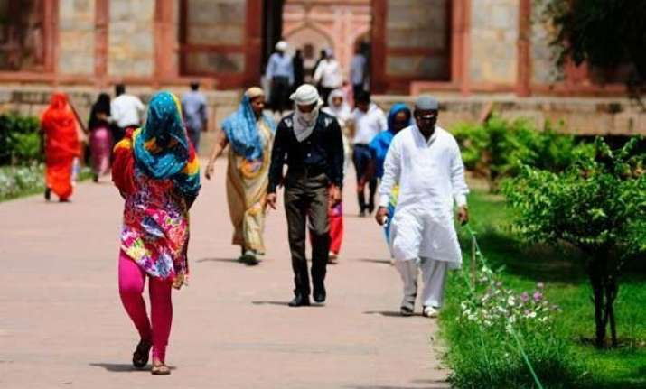 intense heat wave claims over 1 100 lives across india
