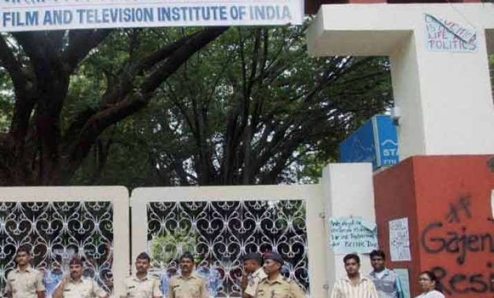 ftii row police arrest 5 students on charges of rioting