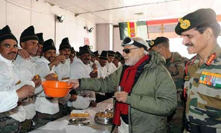 modi meets soldiers at siachen glacier on the occasion of
