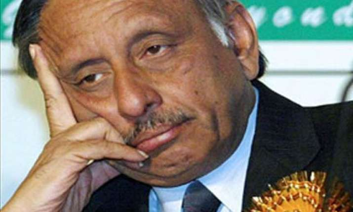 aiyar not to witness cwg to be out of country for 2 weeks