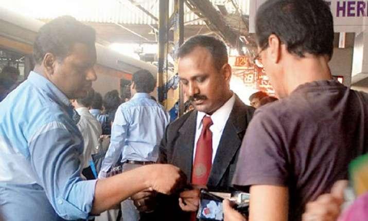 shame 40 policemen caught travelling ticketless hide in