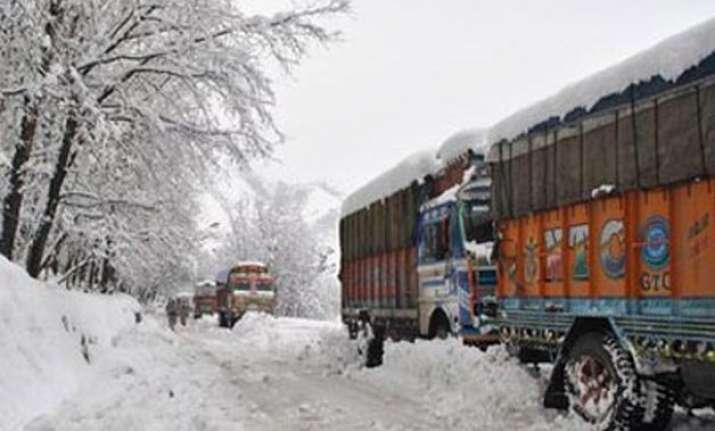 snowfall closes srinagar jammu highway