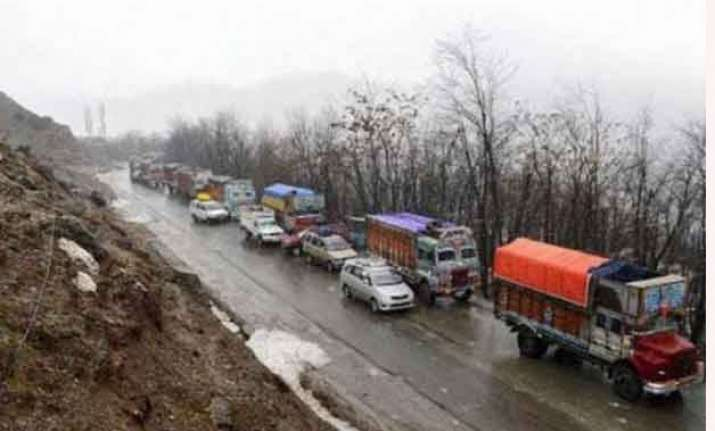 jammu srinagar national highway reopens for one way traffic