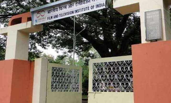 police enter ftii after students gherao director