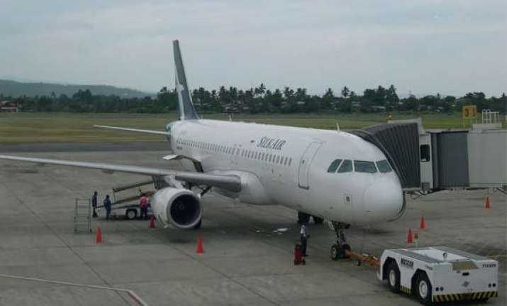 singapore bound silk air flight develops snag returns to