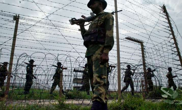 govt mulls israel type fencing along pakistan border