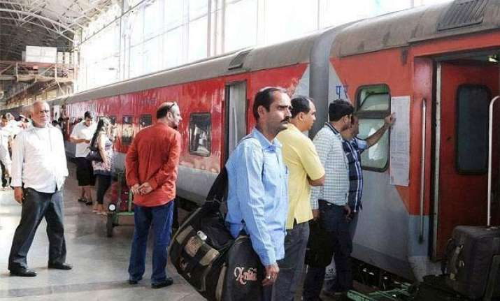 35 second compulsory wait to book tickets on irctc website