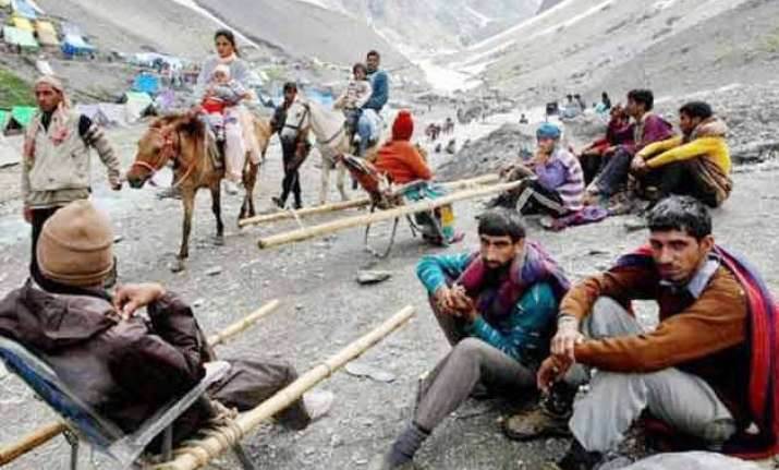 2 dead 10 injured as cloudburst hits amarnath yatra base