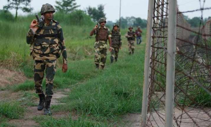 3 killed 5 injured in pak firing in poonch