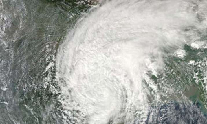 hudhud to make landfall in ap near vizag on oct 12
