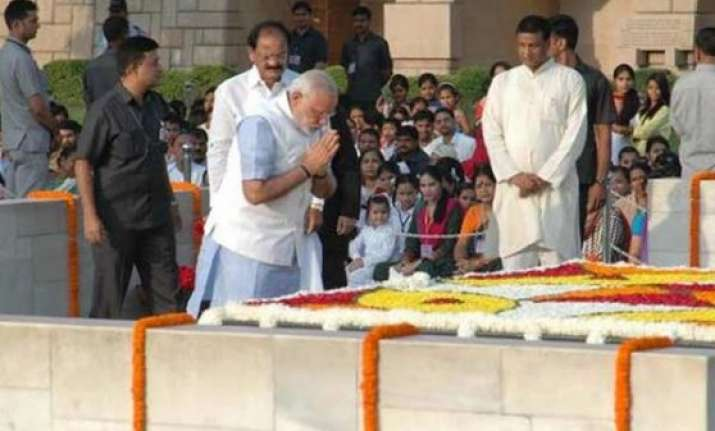 pm narendra modi pays tribute to mahatma gandhi at rajghat