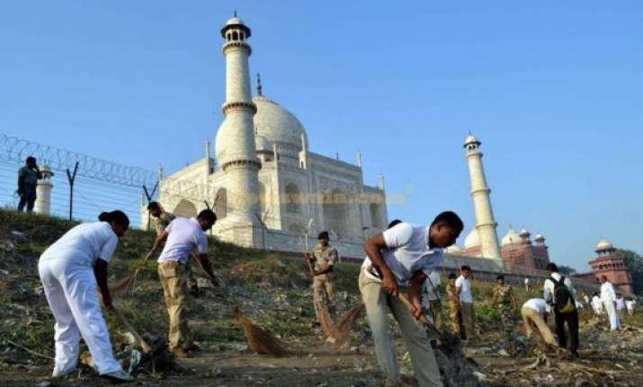 agra to take actions against garbage dumpers encroachers