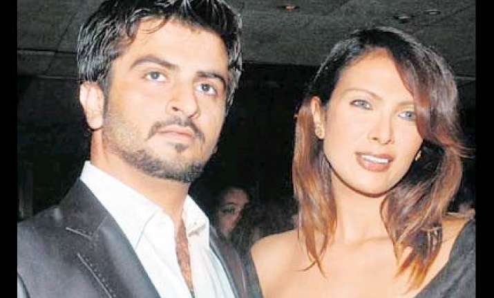 police to question model s ex boyfriend karthik