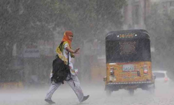 rain lashes north india kills 14 people and damages crops