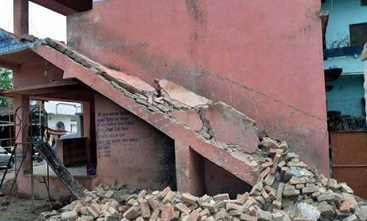quake toll rises to 17 in bihar 77 injured