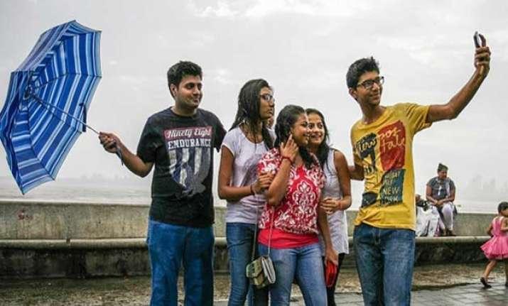 mumbai police identifies 16 locations to ban selfies after
