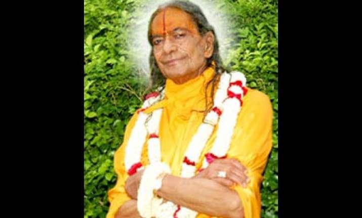 sant kripalu maharaj vanishes after stampede kills 65 women
