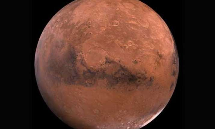 mangalyaan sends picture of mars moon phobos