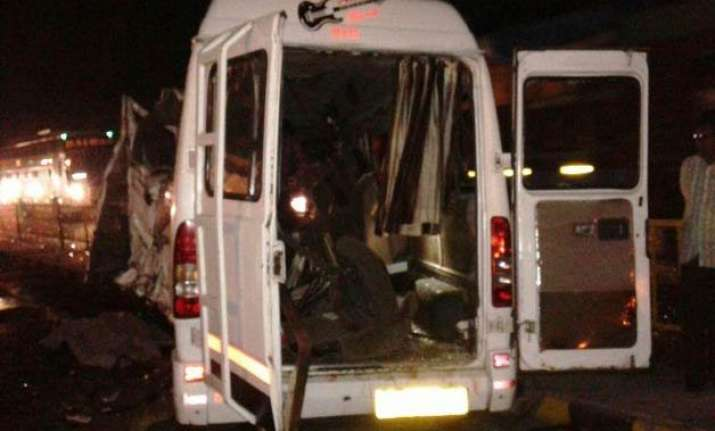 11 killed 17 injured as vehicle collides with bus in palghar