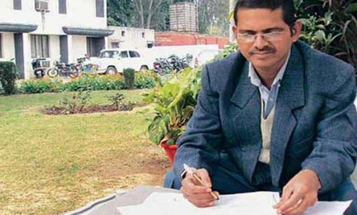 amitabh thakur case suspended ips officer moves court