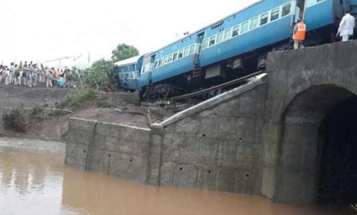 29 killed 25 hurt in mp twin train derailments probe ordered
