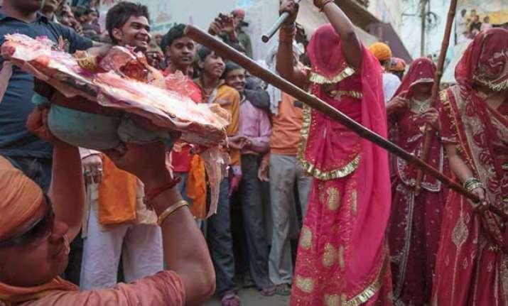 barsana s laathimaar holi draws massive crowds