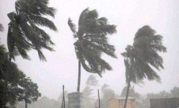 cyclone hudhud intensity to prevail for 6 hours after