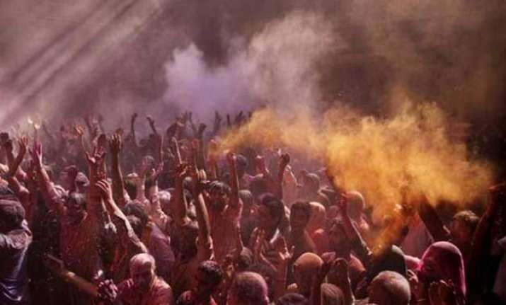 one dead 12 injured during holi clash in bihar