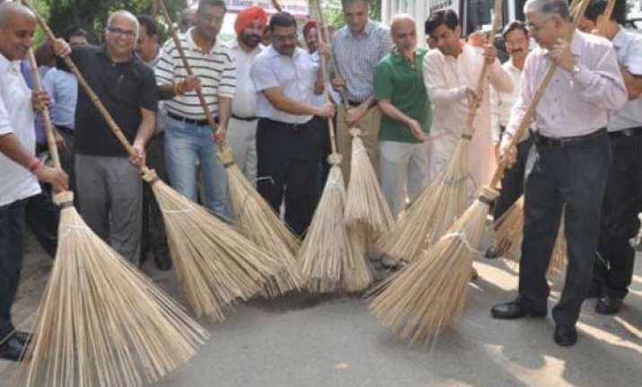 du students to study swachh bharat abhiyan impact in delhi