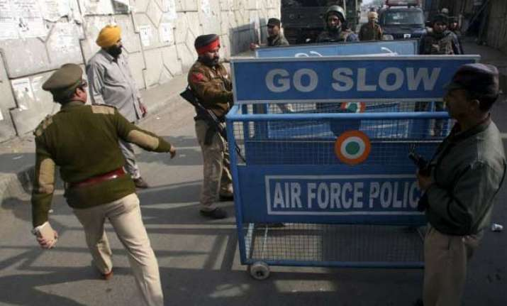 locals paid rs 20 to security guards to enter pathankot