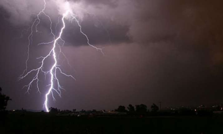 10 killed by lightning in bihar