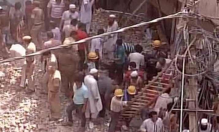 3 storey building collapses kills 1 in delhi