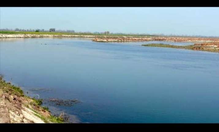 rains continue in delhi people near yamuna river shifted