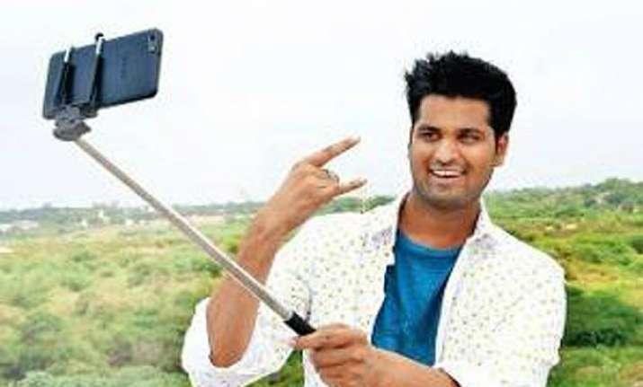 selfie crazy hyderabad lad eyes guinness record by clicking