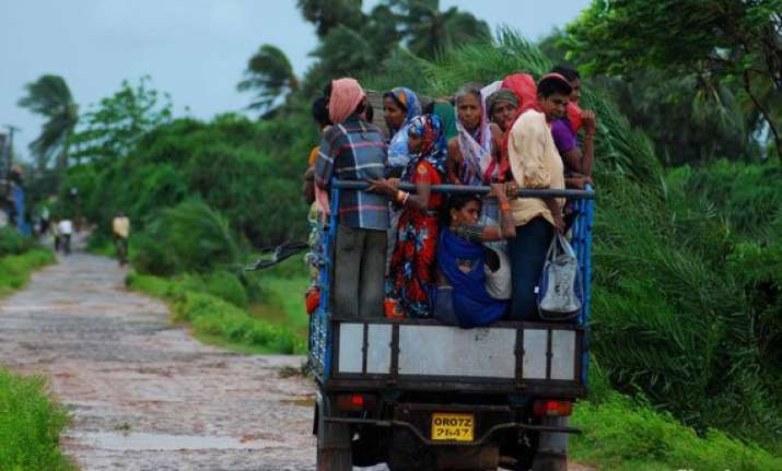 andhra evacuates 400 000 people as cyclone nears